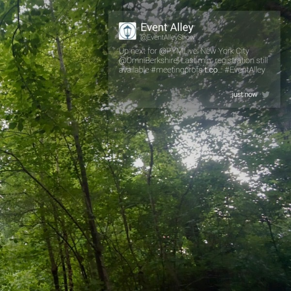 Twitter notifications are displayed on Google Glass.